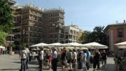 Turistas en plaza de la Virgen.