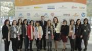 miembros de la organización junto al President de la Generalitat