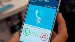 Reino Unido quiere bloquear el móvil al arrancar el coche