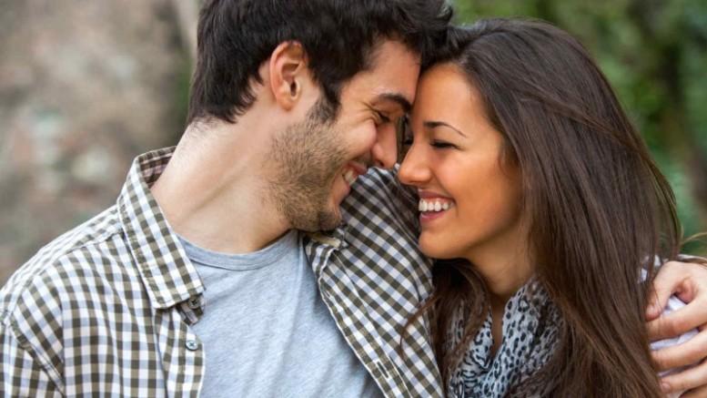 8 cosas que los hombres SOLAMENTE hacen con la mujer que aman