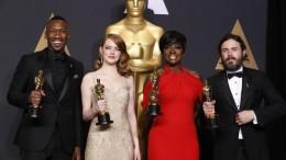 Mahershala Ali, Emma Stone, Viola Davis y Casey Affleck posan con su Oscar
