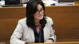 Compromís exige a Rajoy equiparar en derechos la maternidad y la paternidad con 18 semanas de permiso retribuido