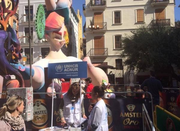 La falla Plaza Doctor Collado recaudará fondos para ayudar a los refugiados con el ninot de Pere Fuset
