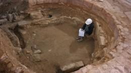 Hacienda descubre un tesorillo de 12 monedas del siglo XIV, el antiguo Horno de los Apóstoles y azulejos de un palacio del siglo XVIII en la excavación de la sede de Micalet