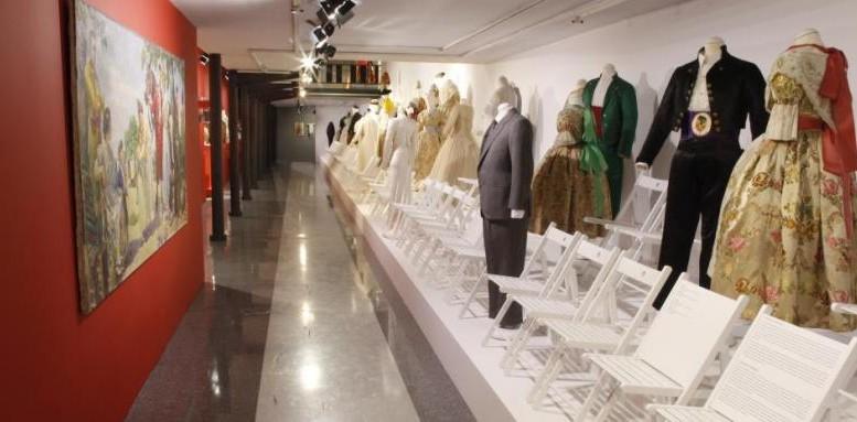 El Museu Valencià d'Etnologia muestra una pasarela de indumentaria tradicional valenciana