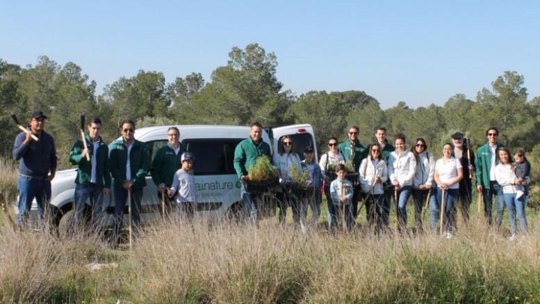 Voluntarios de Idai Nature luchan contra el cambio climático plantando más de 100 árboles