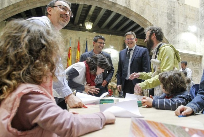 Los niños y niñas valencianos se divierten en el Palau de la Generalitat con la programación de actividades tradicionales de Pascua