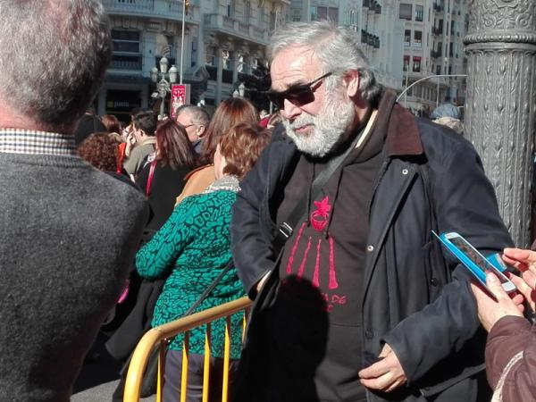 Miembro participante en el desfile de estrella roja. ( estelada)
