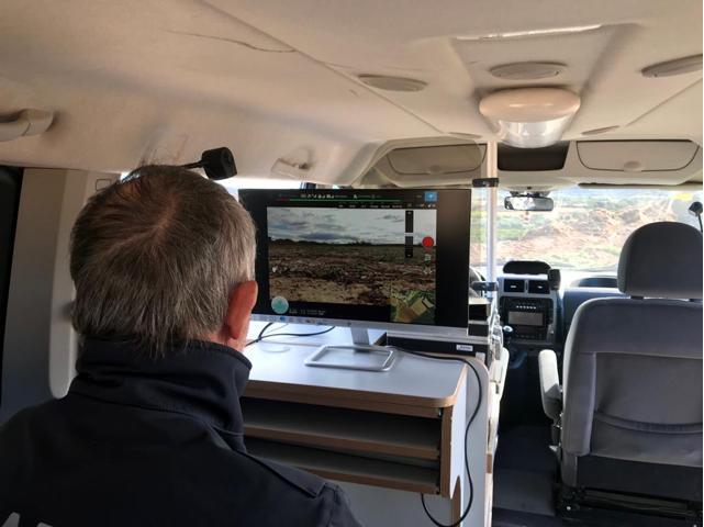 Drone con capacidad de poder retransmitir imágenes en tiempo real desde el dron a un centro operativo determinado.