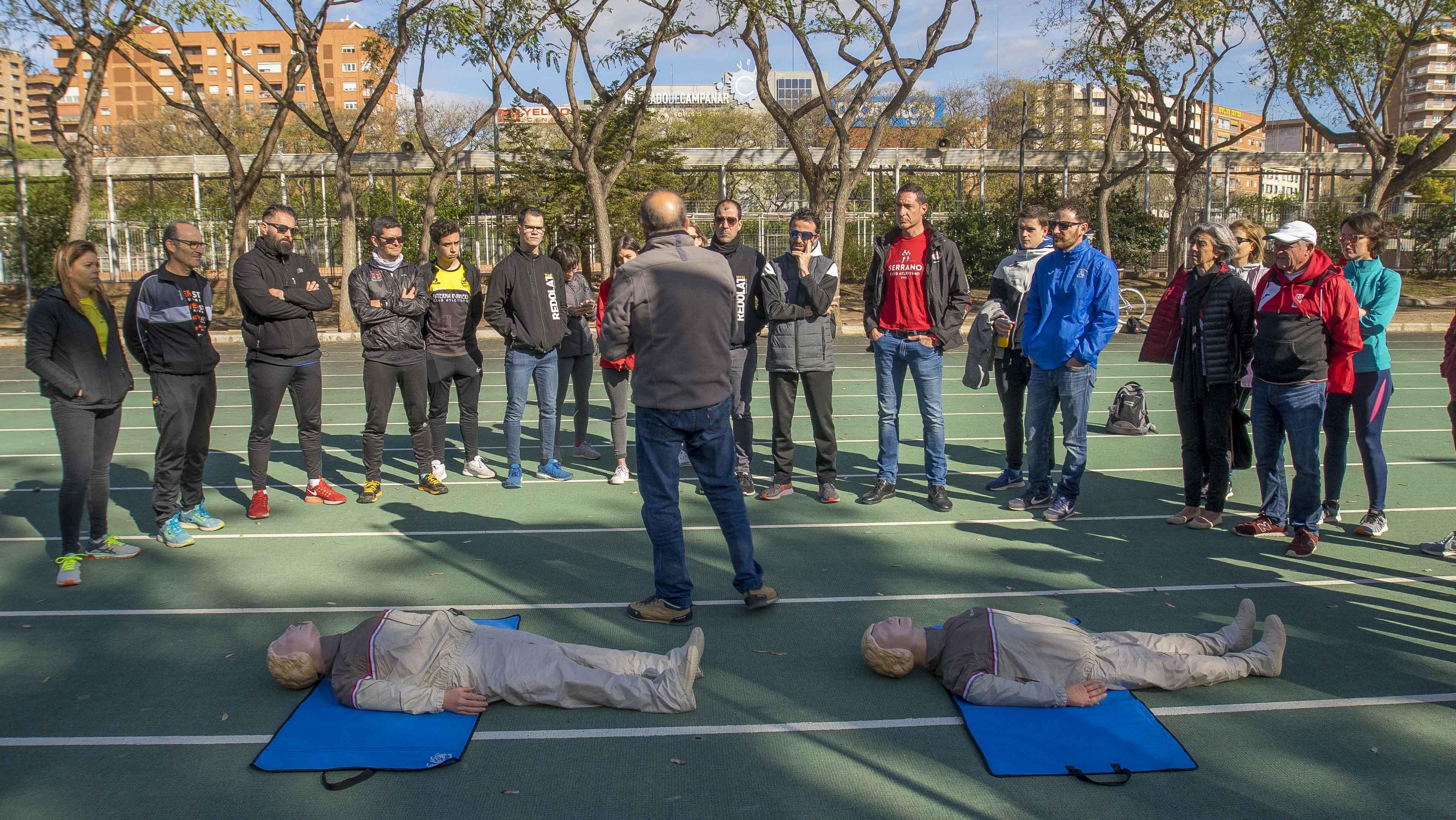 Los clubes más numerosos de València reciben una formación en reanimación cardiopulmonar