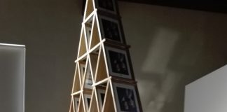 La Conselleria de Marzá permite una obra con fotos de los reyes cabeza abajo