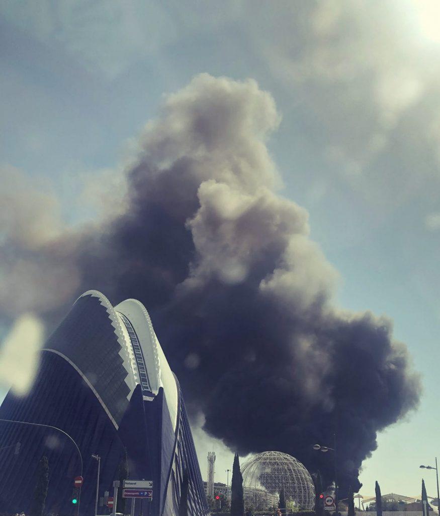 Incendio en el oceanografic. Foto en redes de Antonio J Herrero