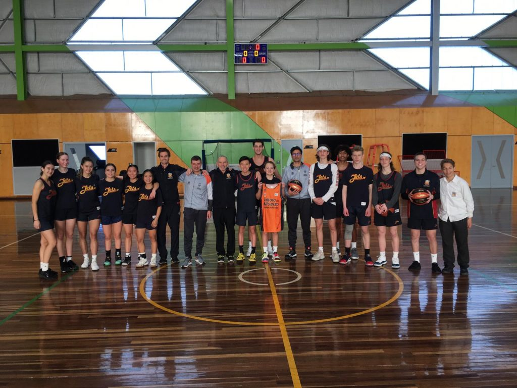 Maroto y Rojo con los jugadores y jugadoras australianos