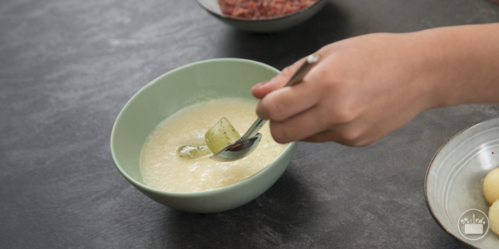 Servir acompañado por dos cubitos por bol y bolas de melón. Las recetas de Mercadona