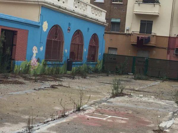 La Plataforma Vecinal de Maritim Ayora denuncia el extremo abandono de la Plaza de Javier Goerlich.