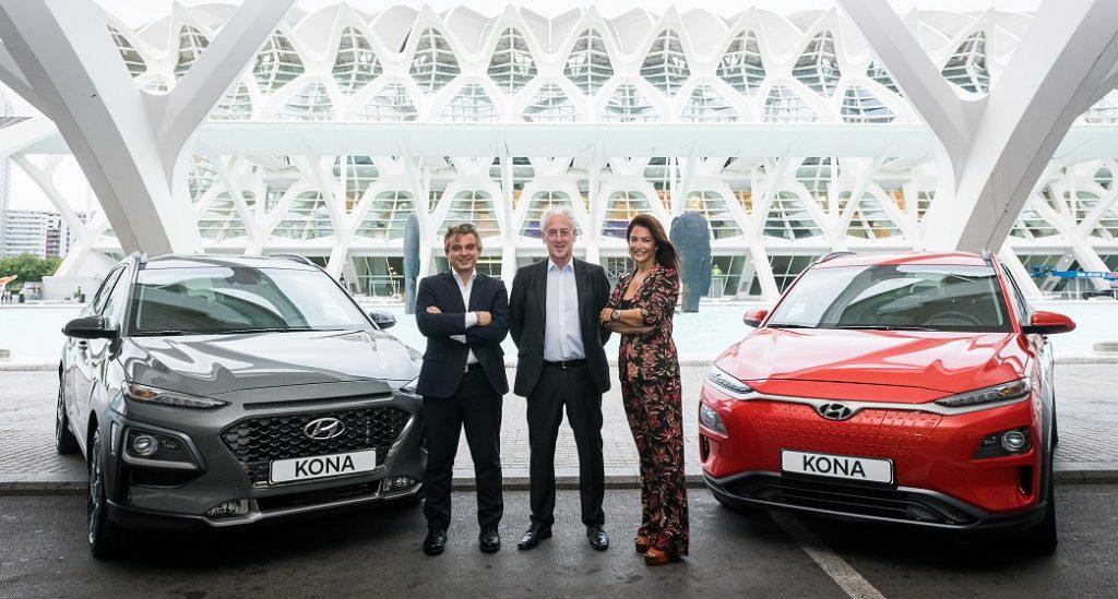 Pablo Estrela, gerente del concesionario Hyundai Koryo Car; Paco Borao, presidente de la SD Correcaminos; y Noelia Tomás, gerente del concesionario Hyundai Autib