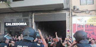 Tensión en las marchas del 9 de Octubre tarde por la irresponsabilidad de juntarlas a escasos metros.