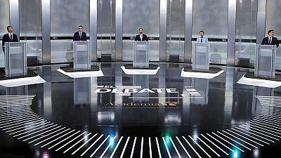 Los candidatos en el plató dispuestos para el debate