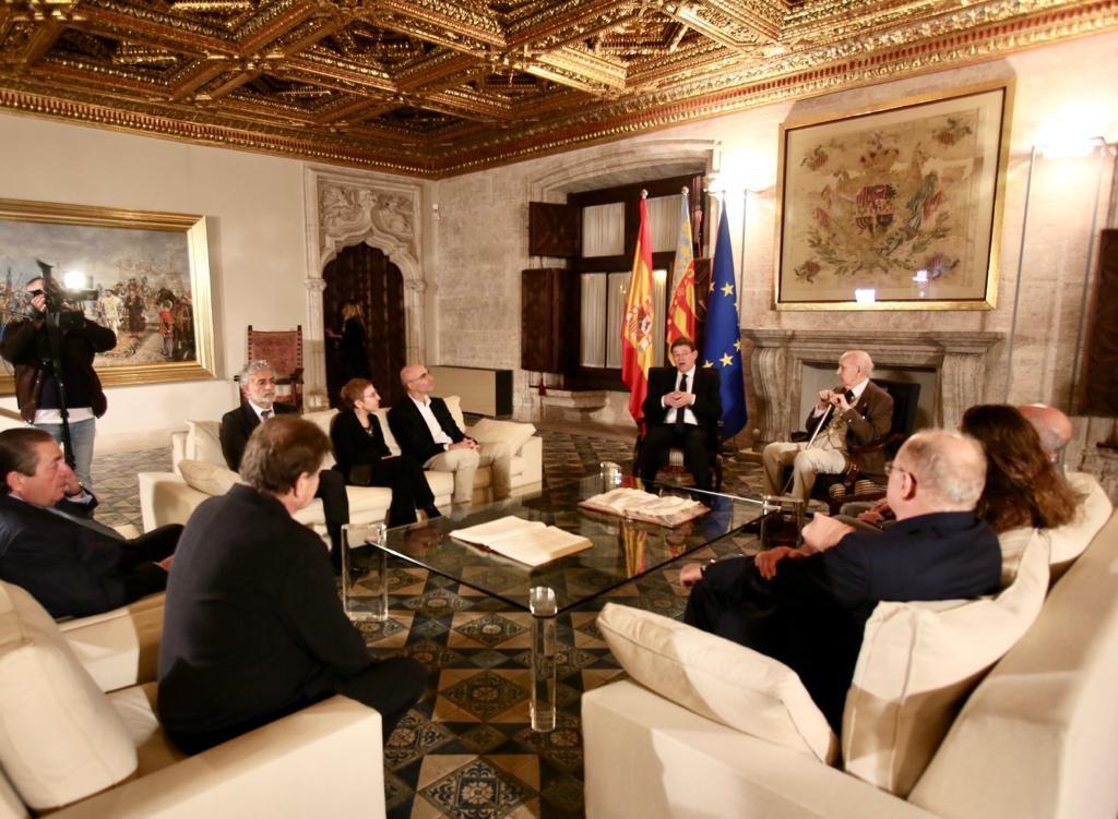 Ximo Puig recibe en audiencia a las personas galardonadas con los XXXI Premis Jaume I