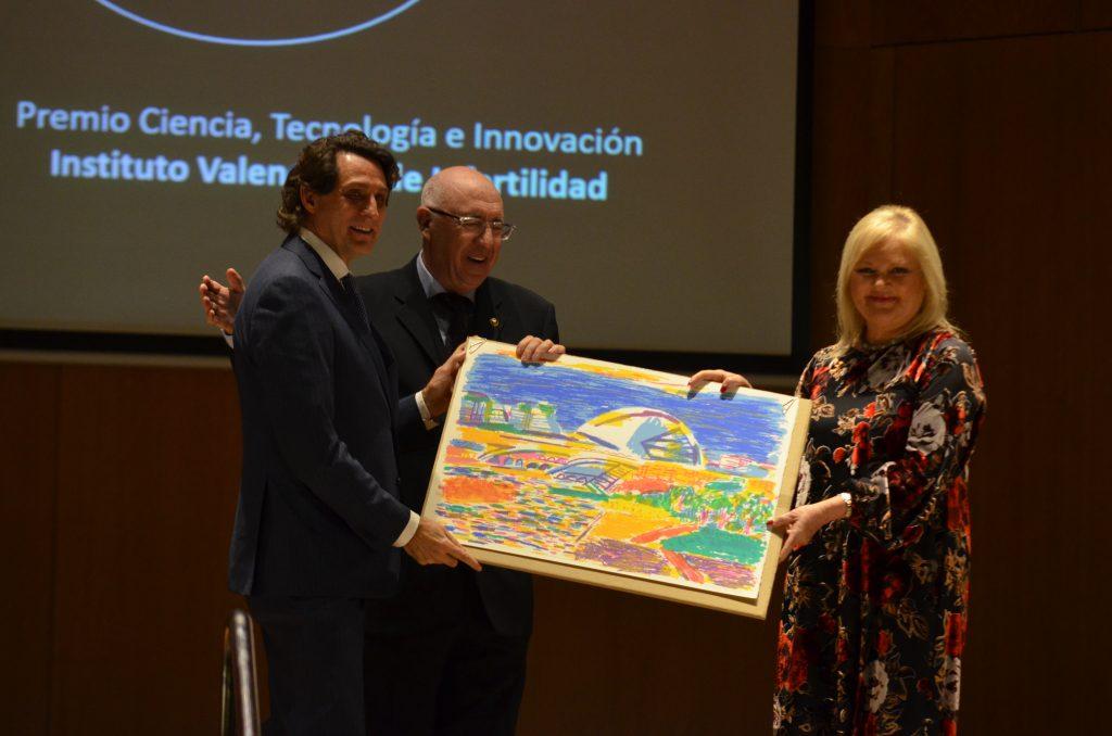 Dr. Remohí, recoge premio de IVI