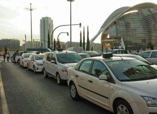 La Generalitat alarga la agonía de los taxistas con más de una licencia