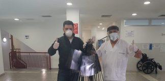 Un edil del PP del Puig entrega 70 pantallas faciales al centro de salud realizadas por el mismo