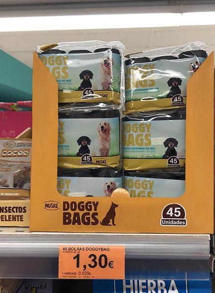 Bolsas para residuos caninos en el lineal de Mercadona.