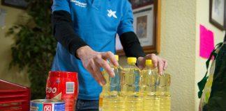 """CaixaBank y la Fundación """"la Caixa"""" colaboran con el Valencia CF y el Banco de Acción Solidaria en la distribución de alimentos a familias necesitadas de Valencia en Mestalla"""