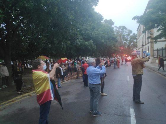 Hastío de los valencianos ante las medidas de confinamiento excesivas, y Pedro Sanchez pretende alargarlo un mes más.