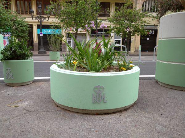 a EMT oculta al PP un sobrecoste en los maceteros de la plaza del Ayuntamiento de 8.000€ para colocar escudos en metal