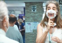 Iberdrola entrega las primeras 1.000 mascarillas fabricadas por sus voluntarios, adaptadas para personas sordas
