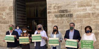 VOX en las Cortes Valencianas guarda dos minutos de silencio por el hombre asesinado por su mujer en Godelleta