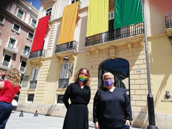 la Diputada y concejala Gloria Tello junto a la concejala Luisa Notario