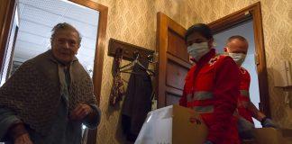 Cruz Roja reparte 3.173 cestas de alimentos en el domicilio de personas mayores en la ciudad de Valencia
