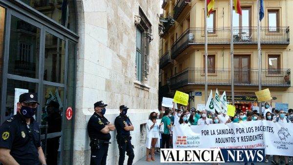 La segunda manifetsación MIR contra Sanitat reúne a 2.500 médicos en Valencia