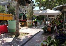 La mayoría de floristerías de la Plaza del Ayuntamiento desesperan ante una bajada de ventas sin igual
