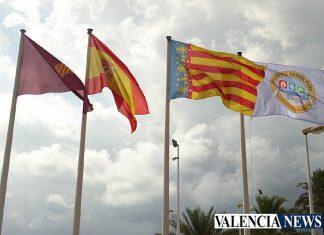 "Cullera declara sus 15km de playas ""Plages sense fum"""