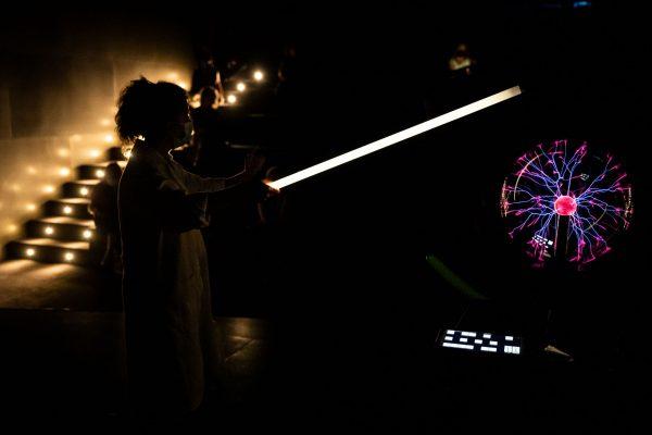 Luz de plasma. Espectáculo 'ALTO VOLTAJE'