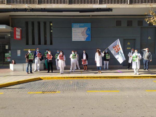 Concentración de médicos ayer en Centro de Salud de Vinaròs.