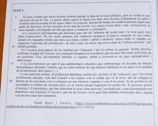 """El examen de supuesto """"valenciano"""" de la EBAU con un texto sobre un diario .cat que habla de lengua catalana"""