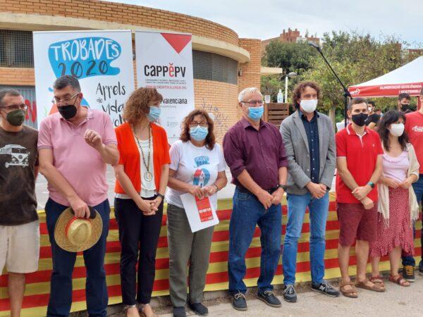 PSPV y Compromís acuden a un acto de Escola Valenciana con cuatribarradas subvencionado con dinero público