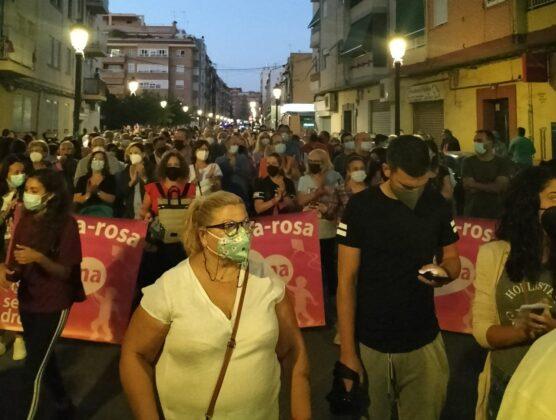 Cerca de 1.000 personas se manifiestan en la Malvarrosa por un barrio digno